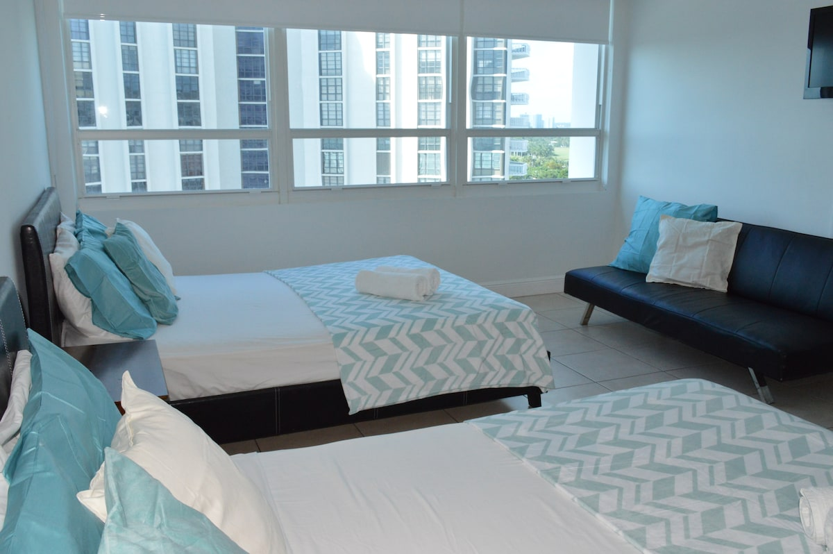 $69 Steps from beach on Miami. (12)