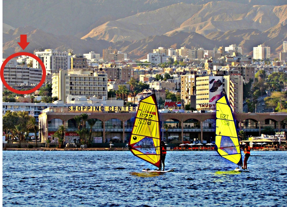 the photo  shows the location of the apartment reltaviely  to the beach and the tourism area of Eilat