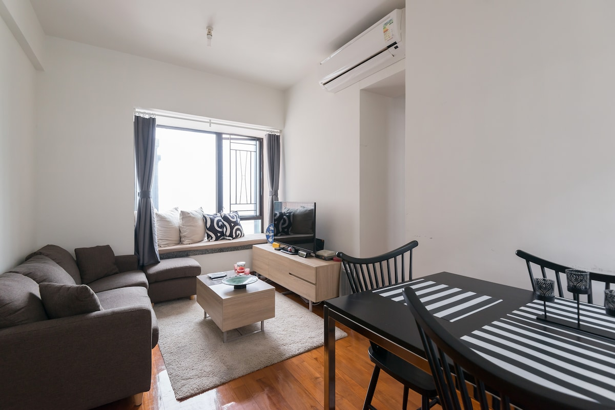 2BR: Amazing Views & Great Location