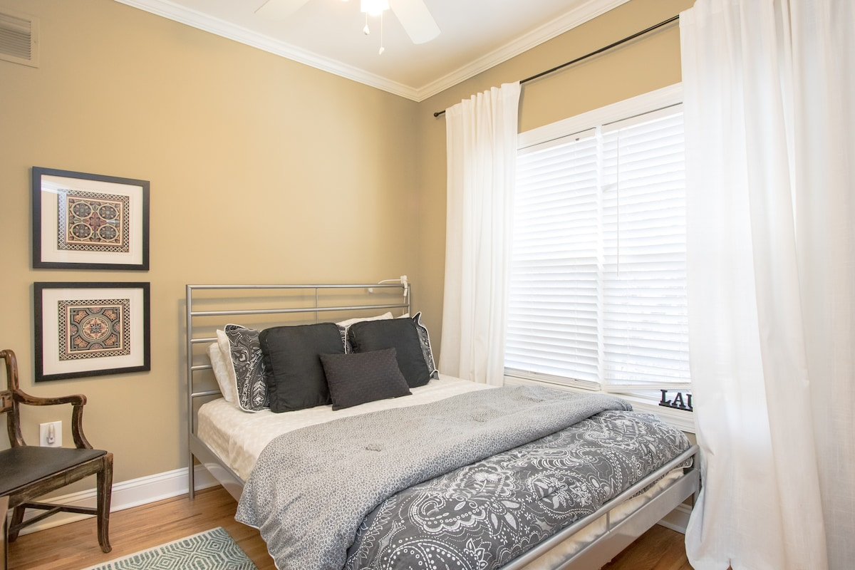 Queen bed, cozy and bright