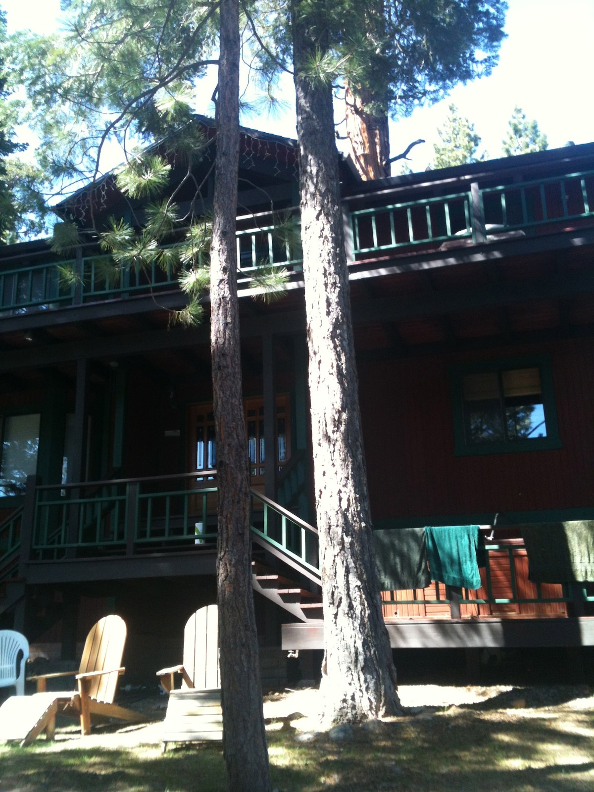 Large spacious comfortable house in quiet neighborhood-near Tahoe beaches, entertainment,and hikng trail