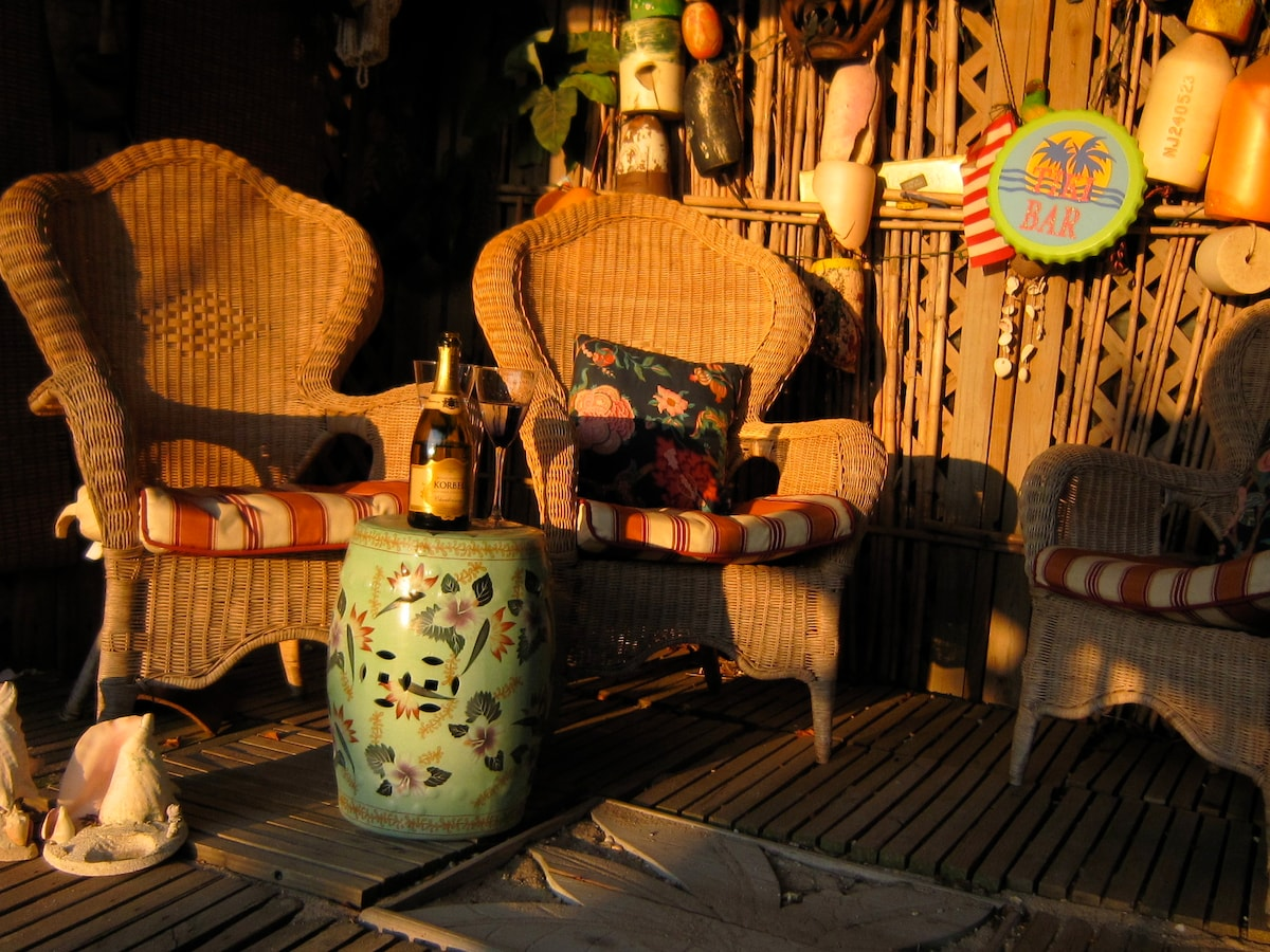 Relax and enjoy a beverage in the screened in tiki-hut at the end of a perfect day...