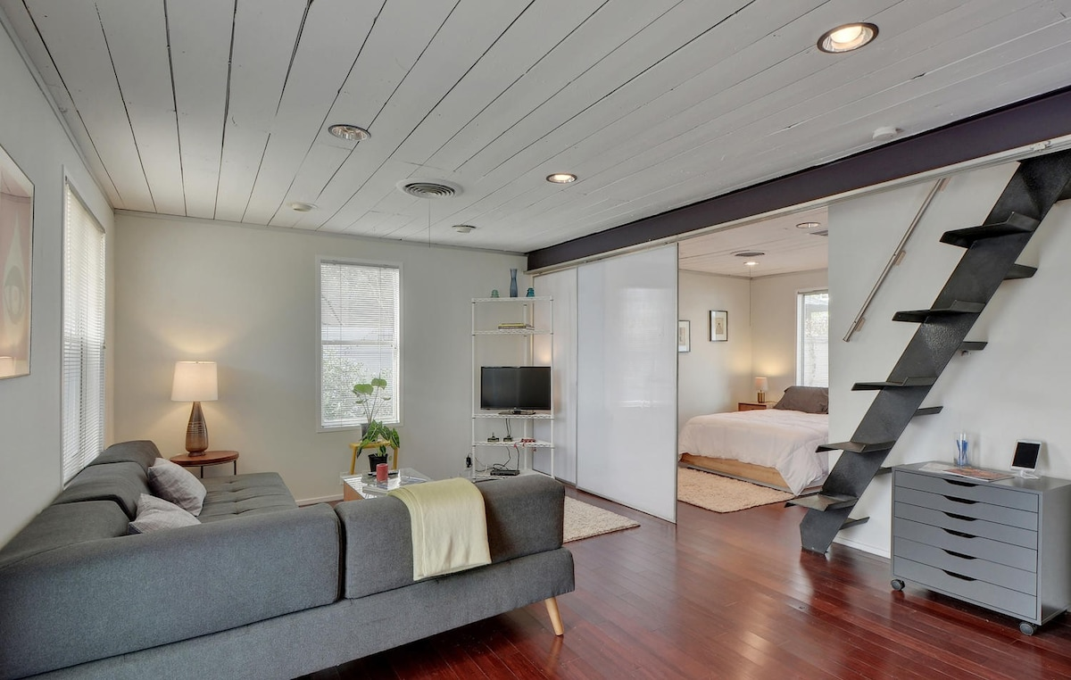 2BR/2.5BA Impressive Renovated Home