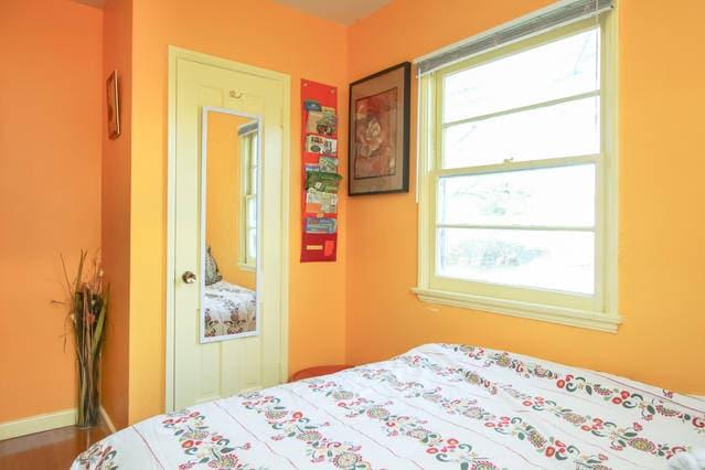 Cozy Bedroom Centrally Located
