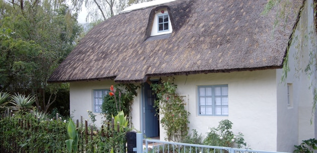 Peaceful & romantic thatch cottage