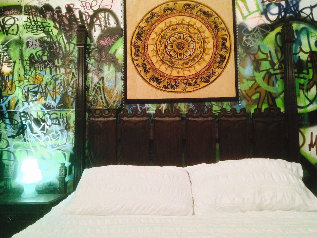 GOTHIC ROOM - $40 * AIRPAD SPECIAL