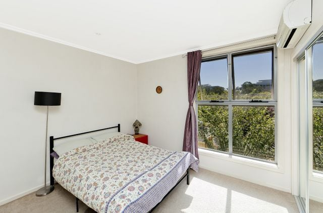 Sunny flat in the heart of Canberra