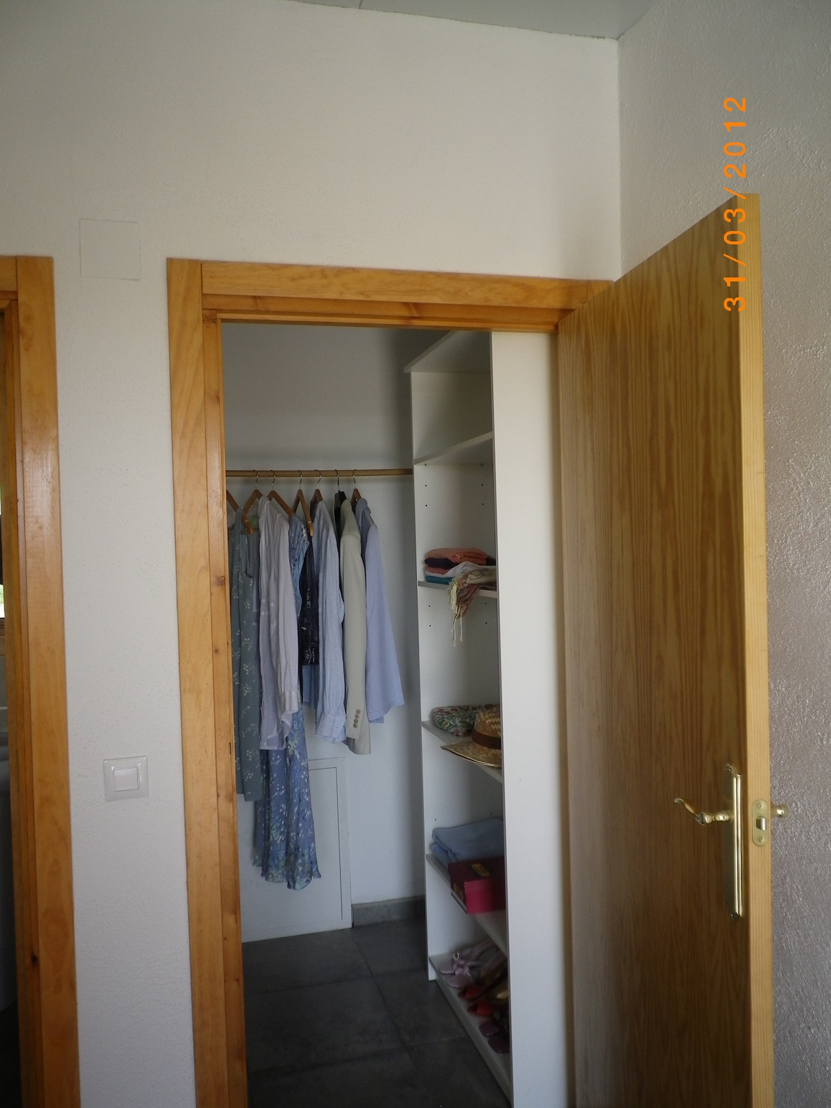 Peeking into the wardrobe, lots of space for hanging and shelves too.