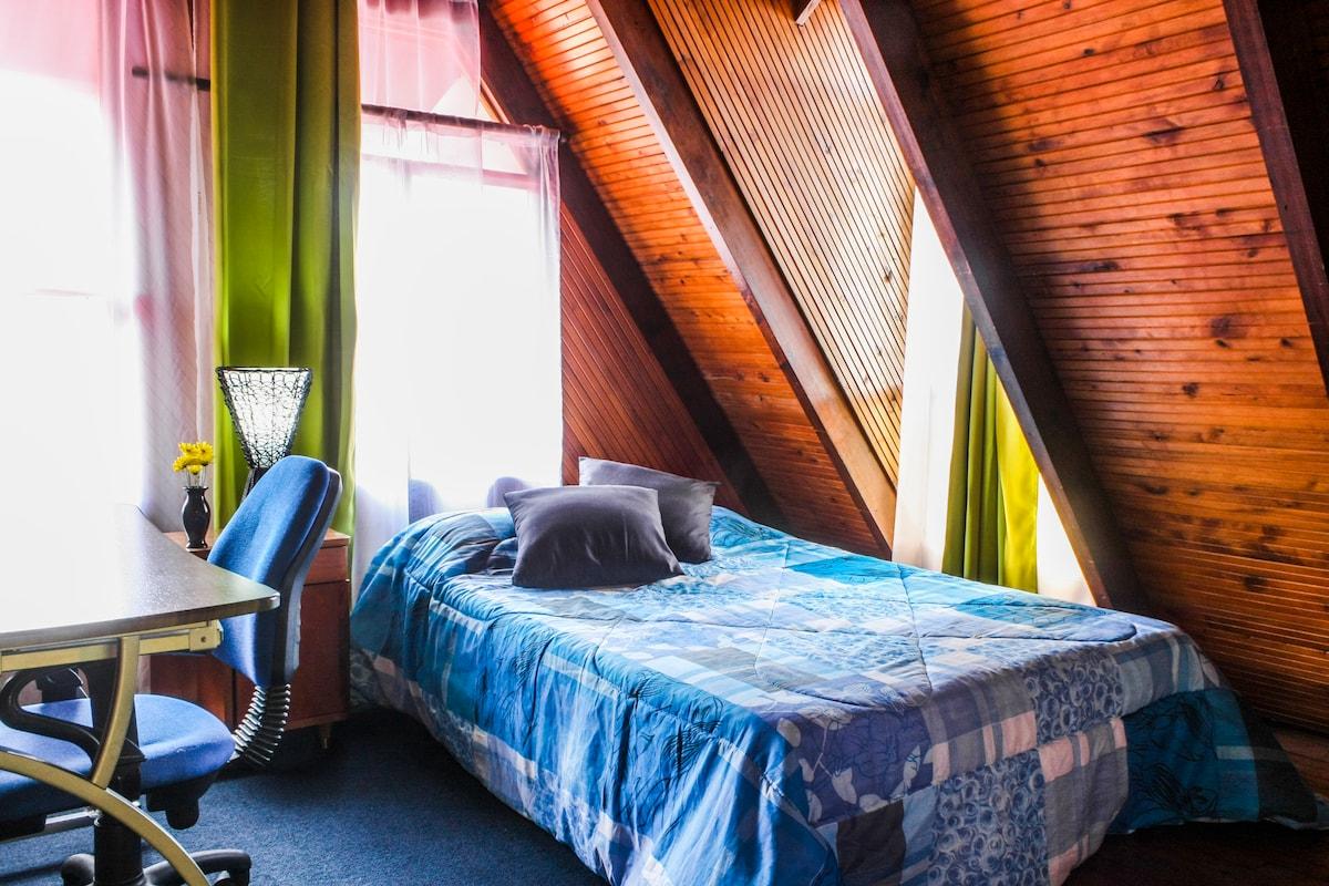 Poas Rustic Room