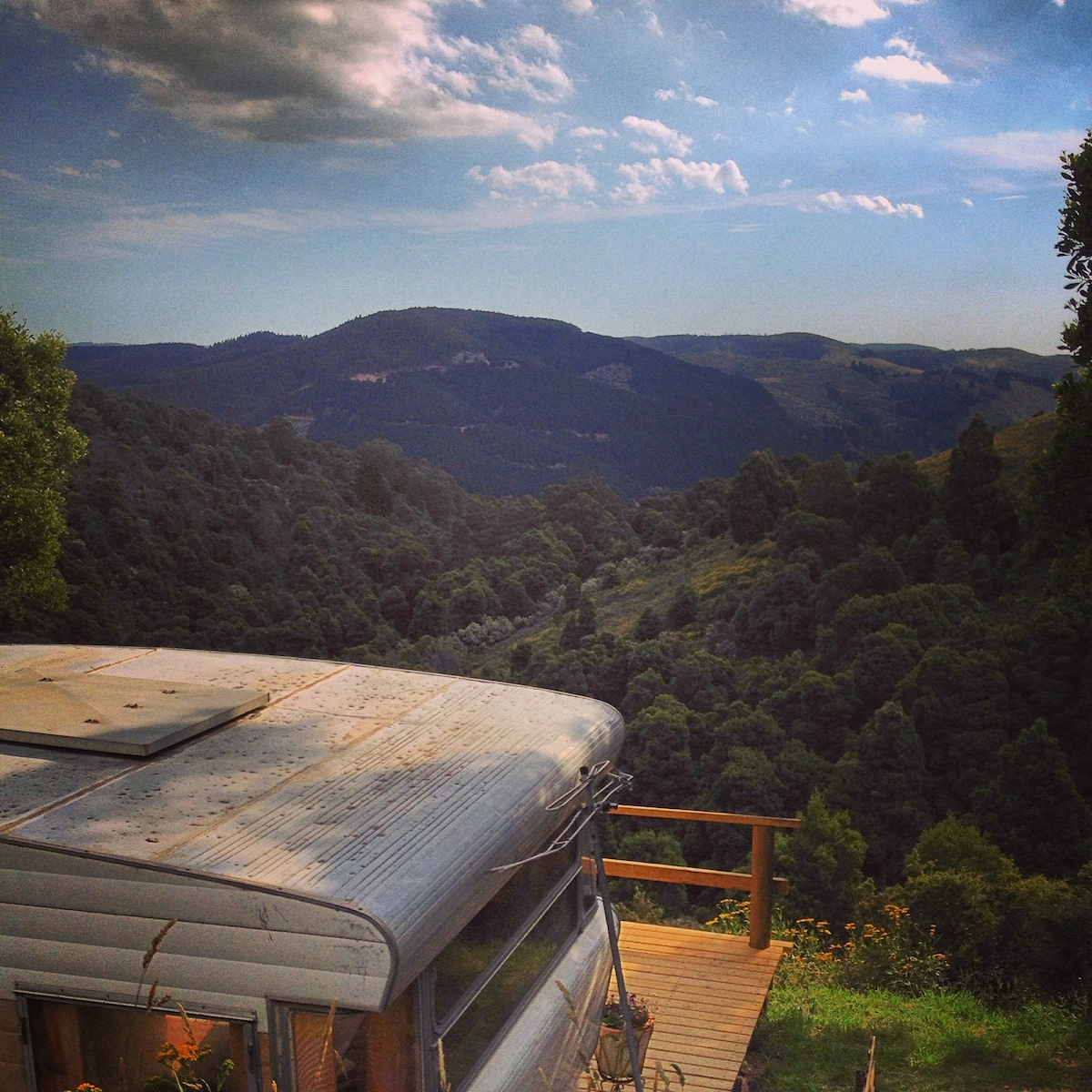 WILD VALLEY GIPPSLAND-RETRO CARAVAN