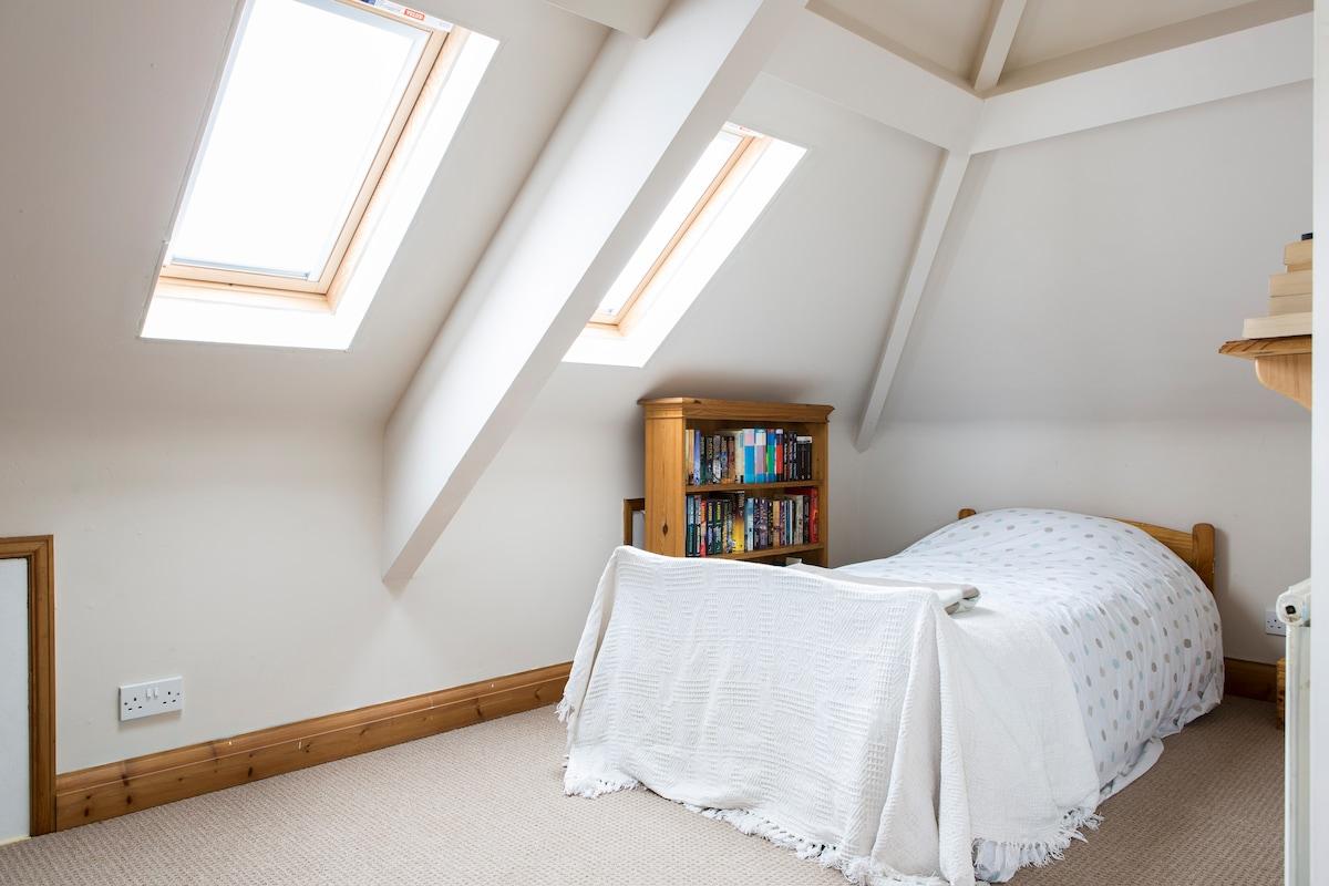 Good sized loft room