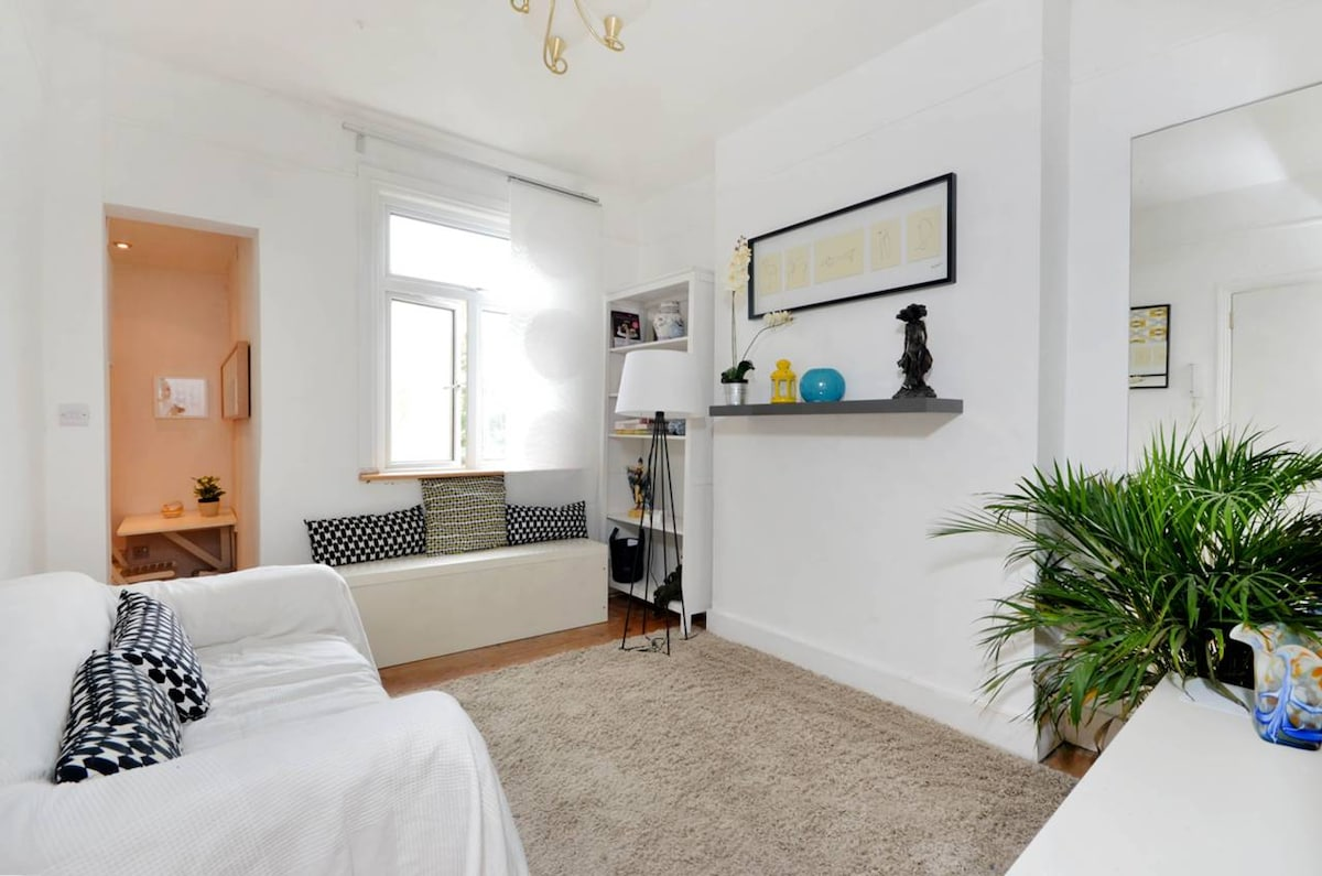 2 Bed Apt 30mins to central London