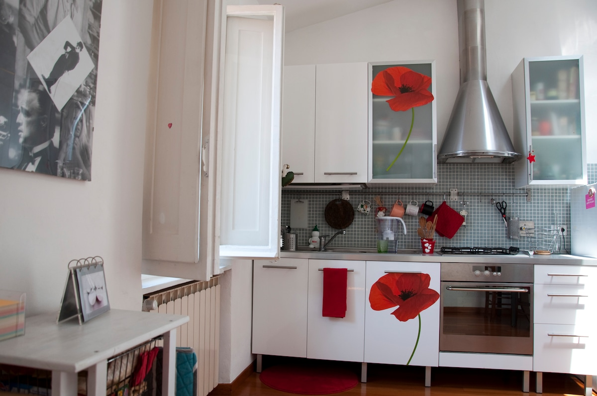 Cucina con zona pranzo - Kitchen and dining room