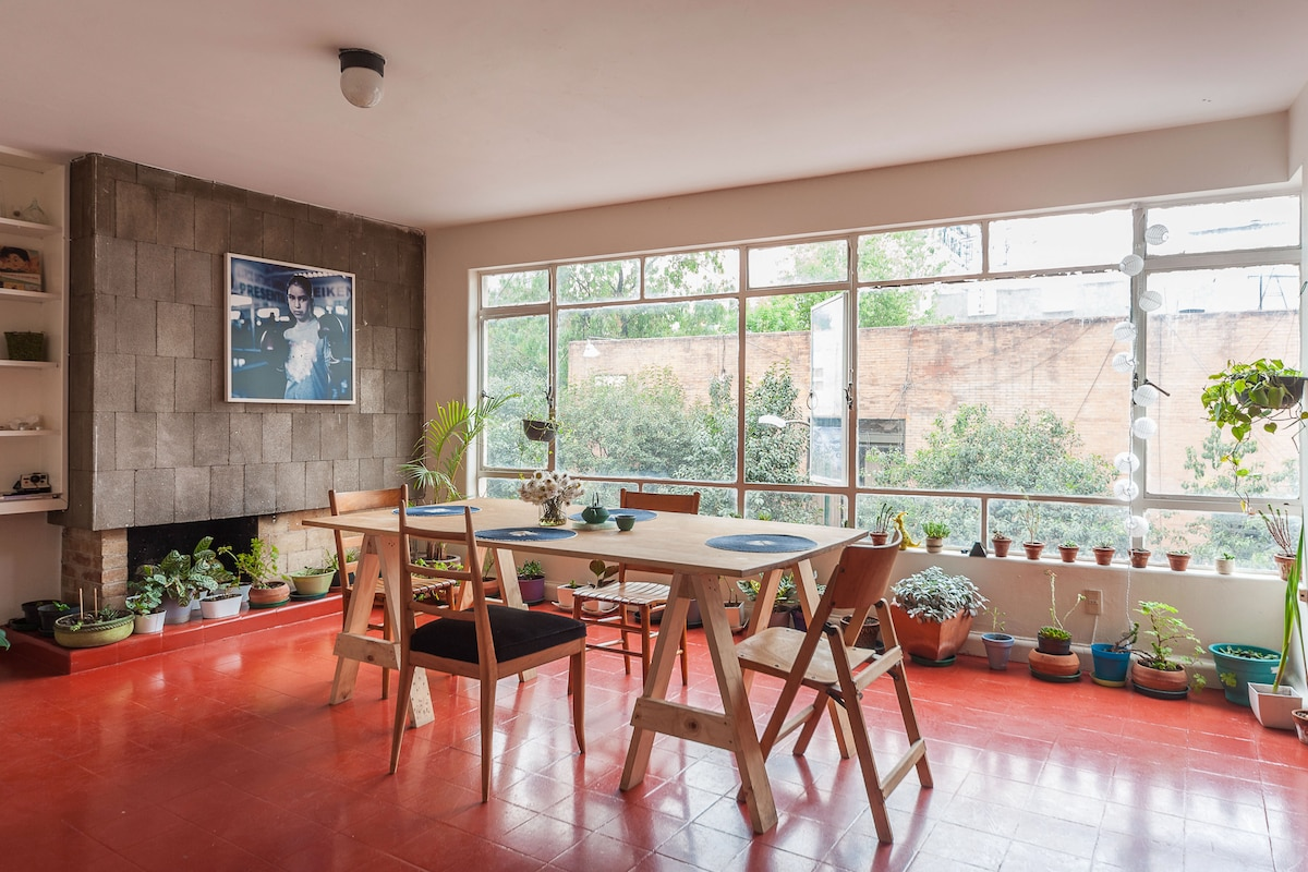 Lovely and sunny apartment