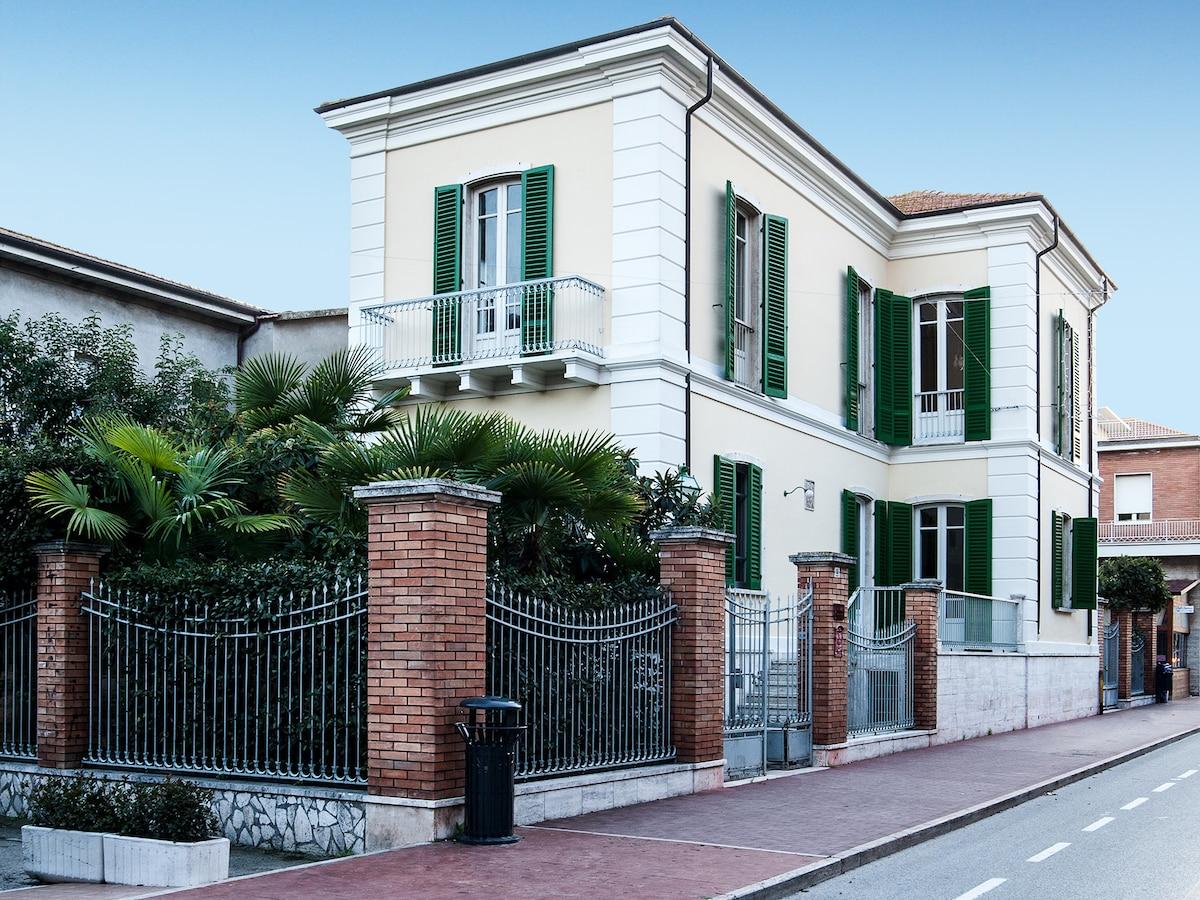 Villa. Dimora storica fronte mare
