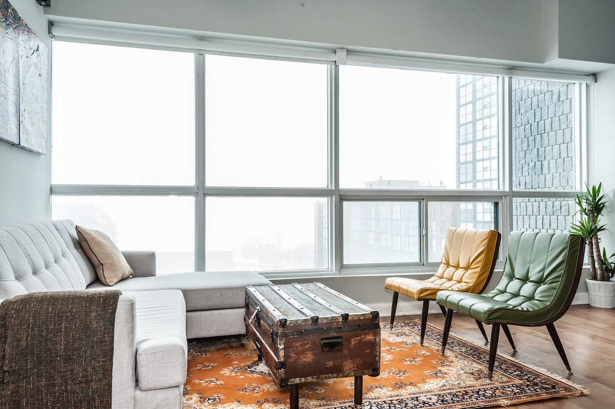 Downtown Loft - Work and Play