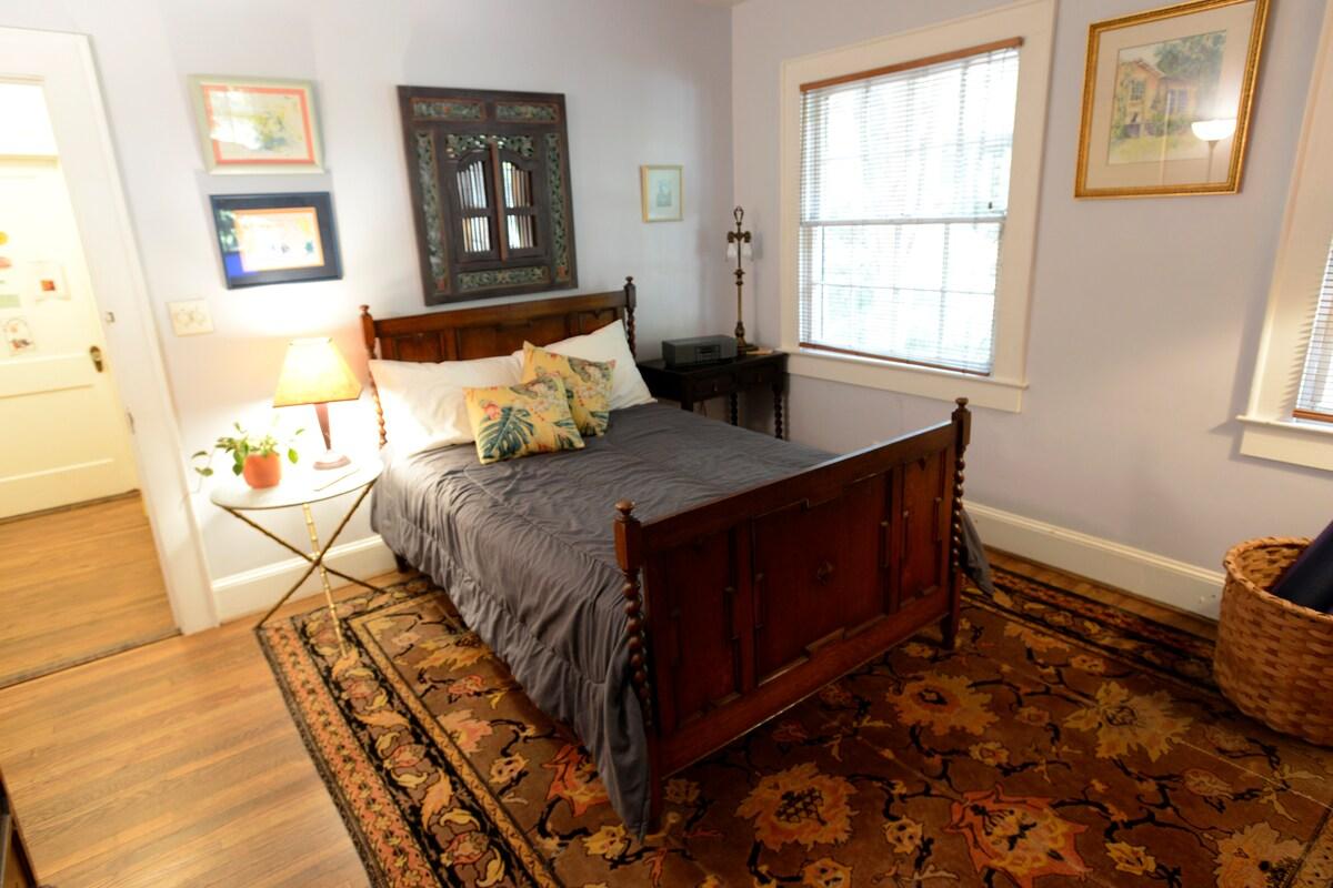 Guest room, funky Decatur/Oakhurst