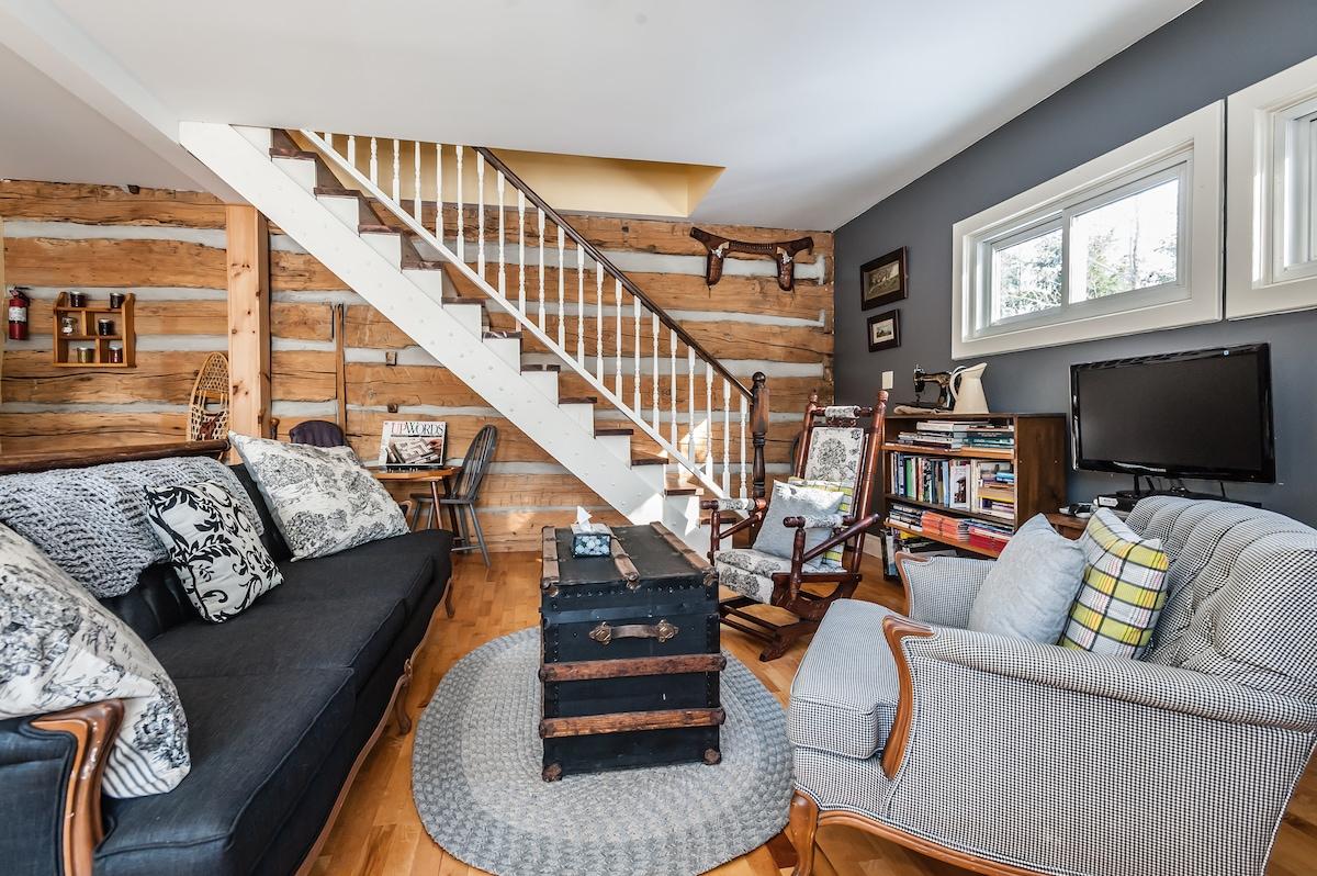 Settler's Loft in Log Home