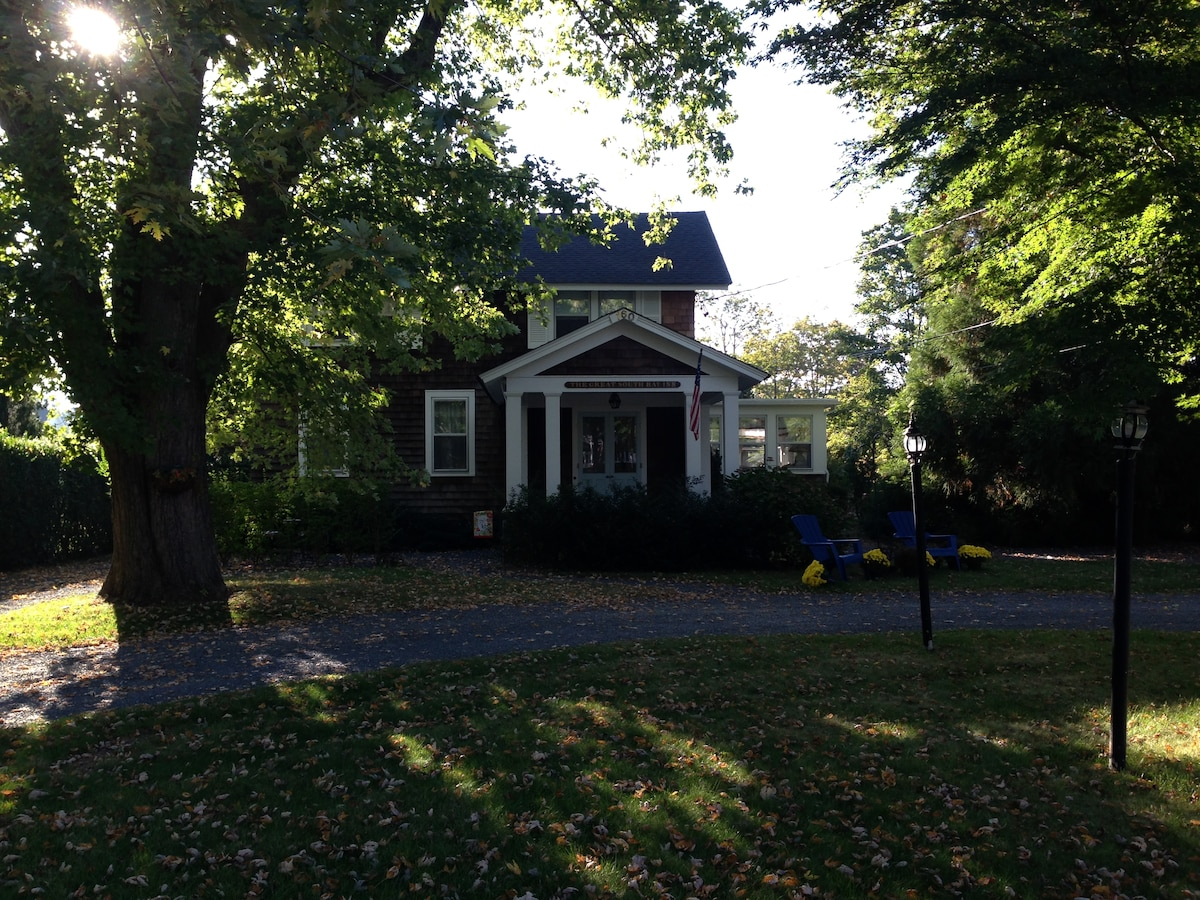 1880's Historic Home, Walk to All!