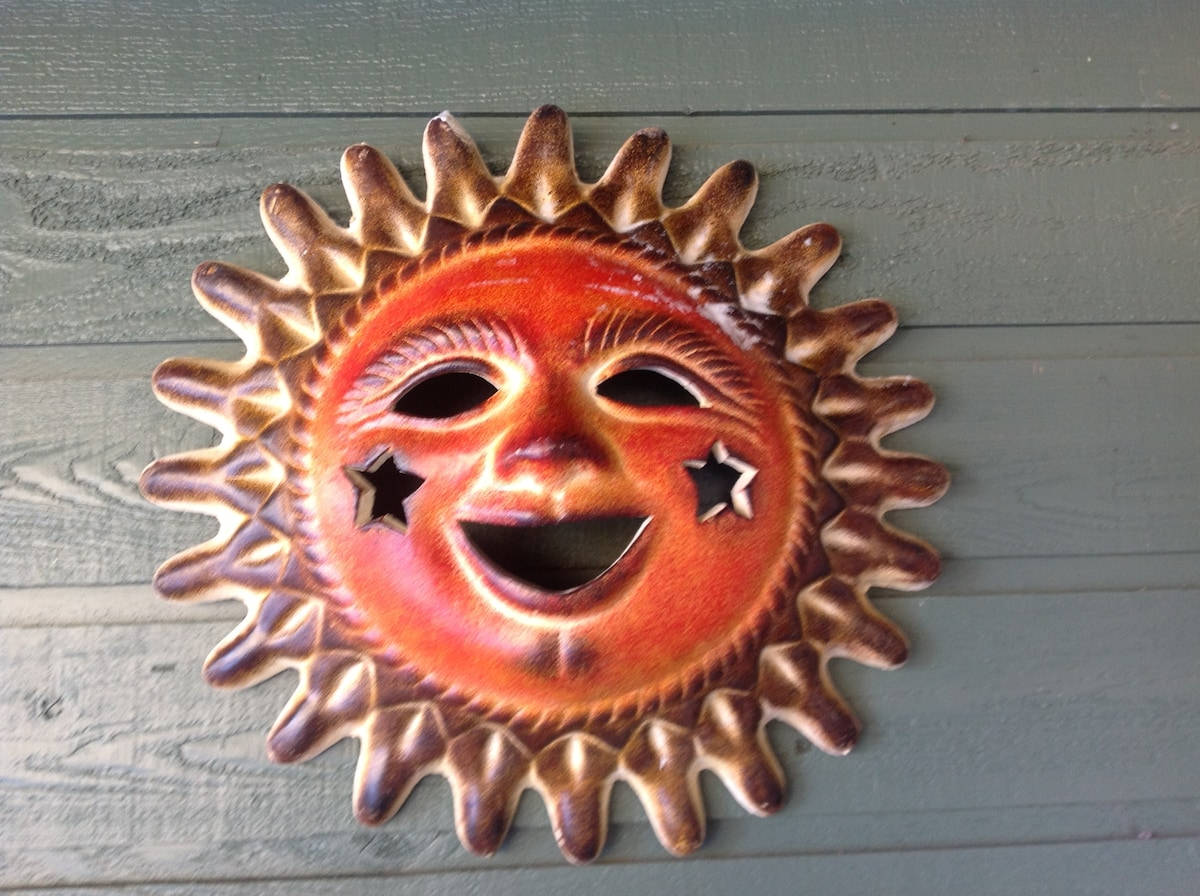 Country Sun.  Kids Welcome