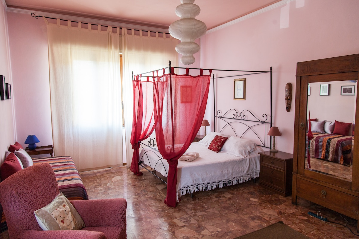 Double room with private lounge