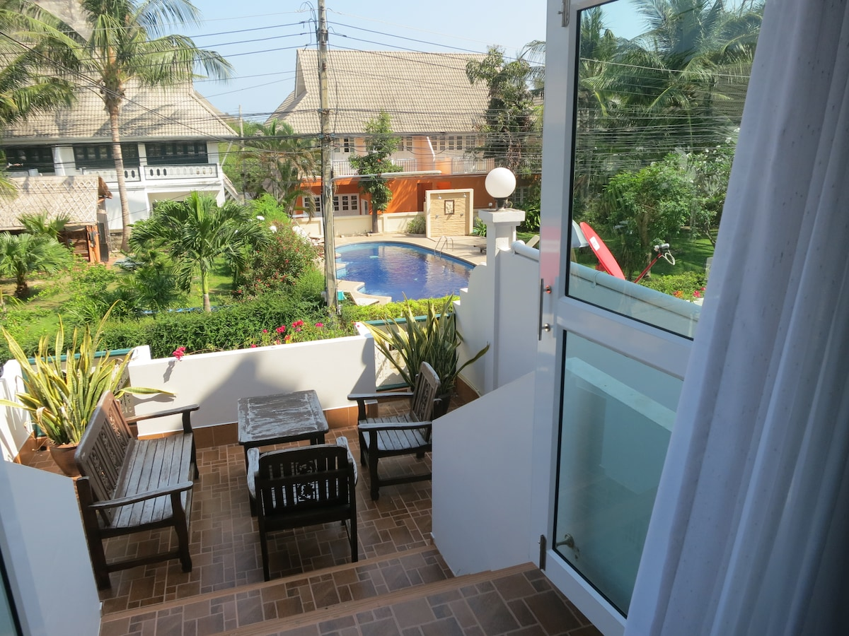 House 10, walking distance to beach