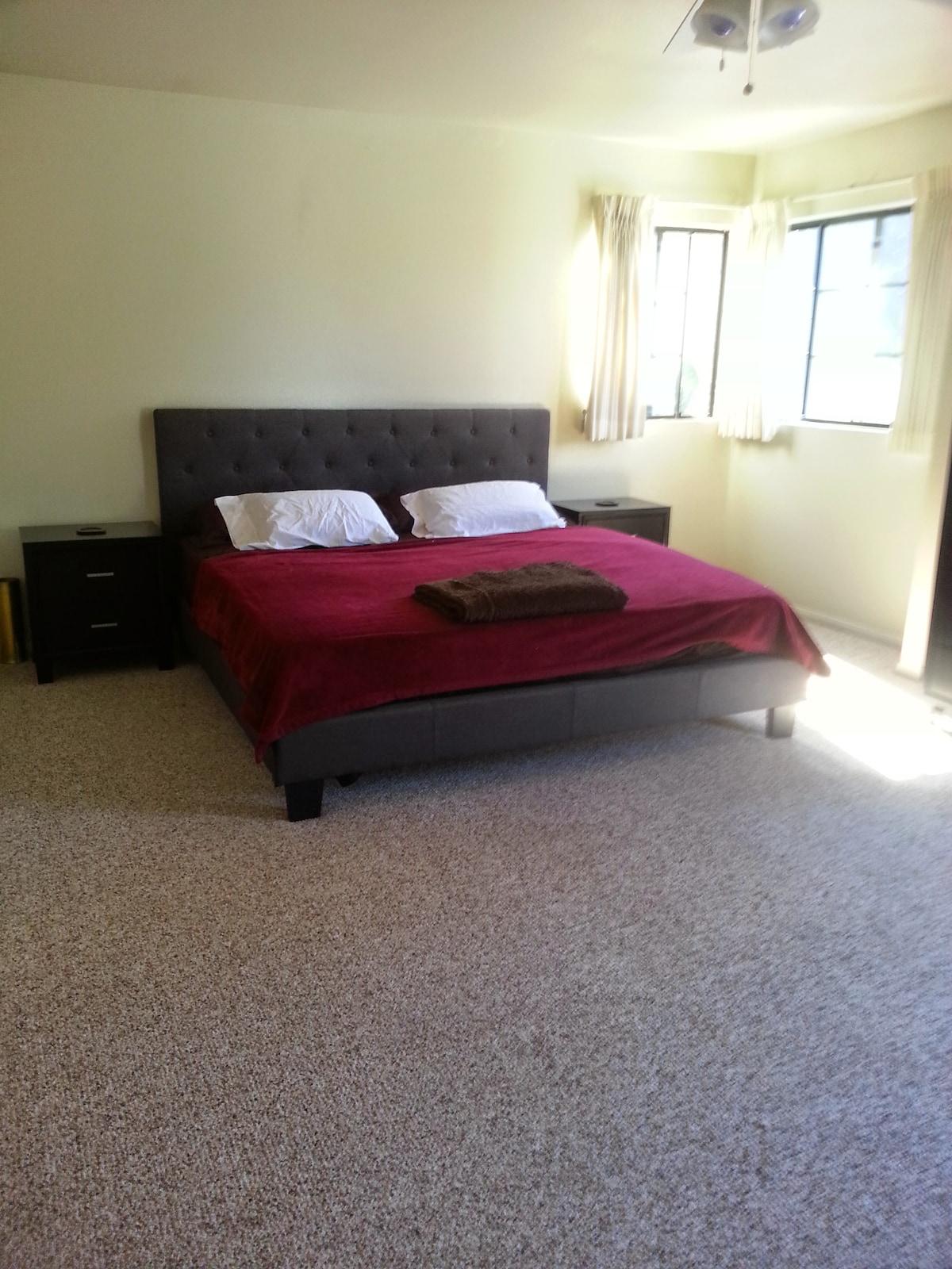 King size en suite master bedroom