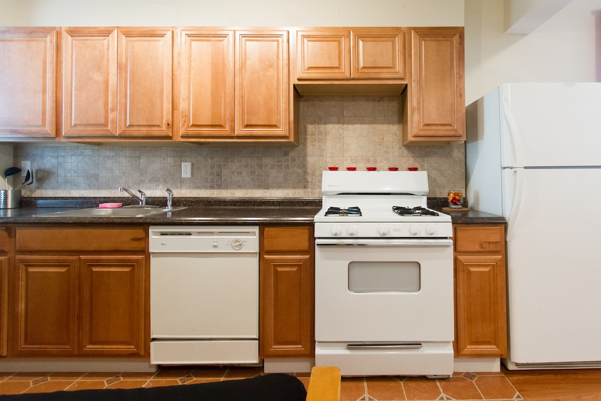 renovated 1bdrm apt 15 mints to NYC