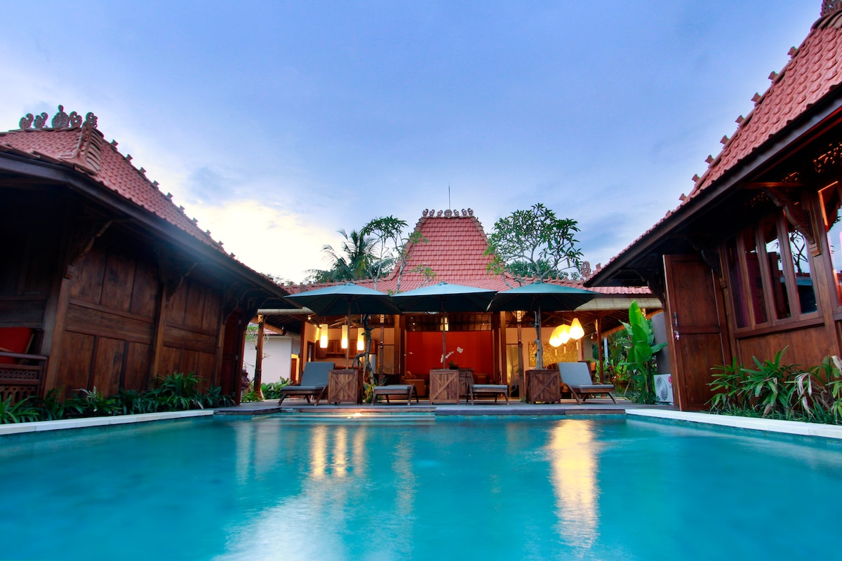 Villa in the rice fields of Sayan