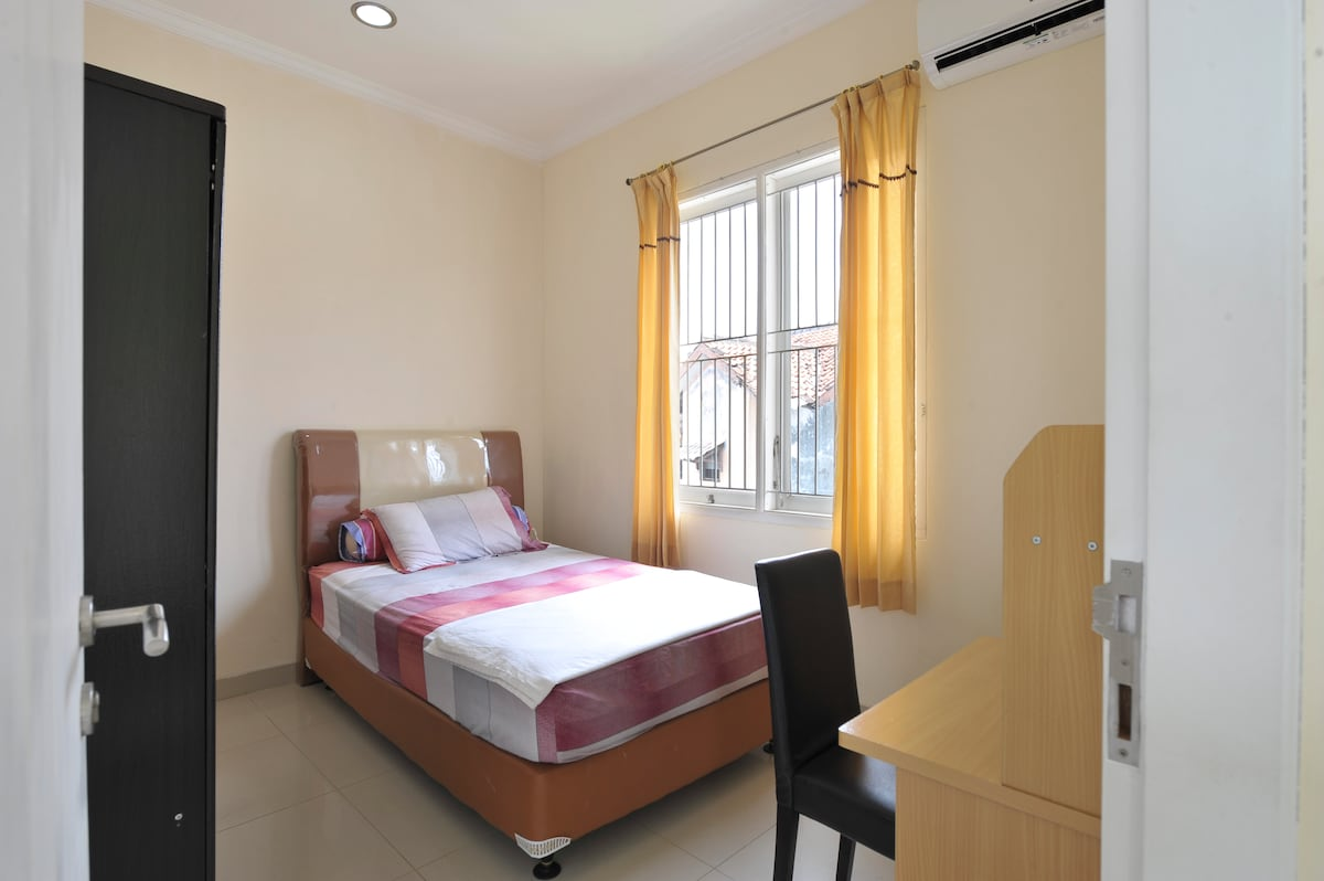 Nice room with AC in central Bogor