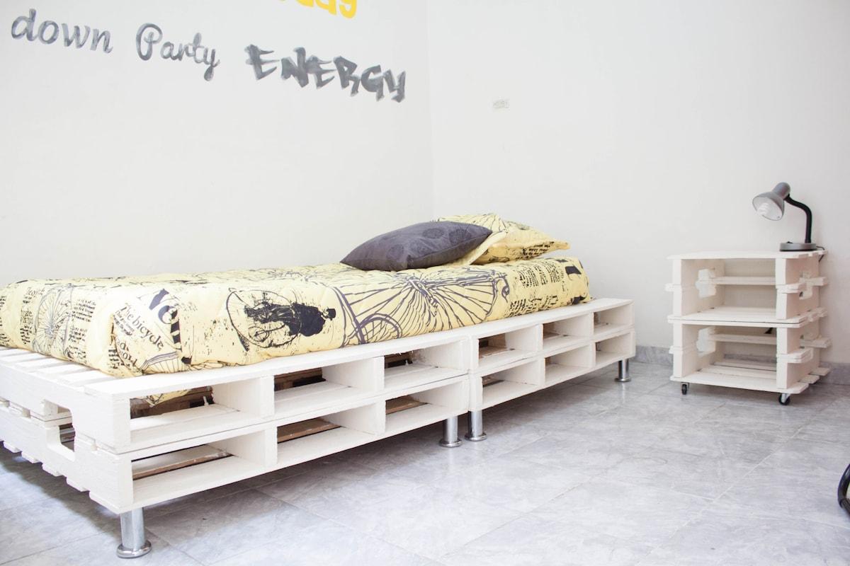 Room 1/Laureles-Casa Vida