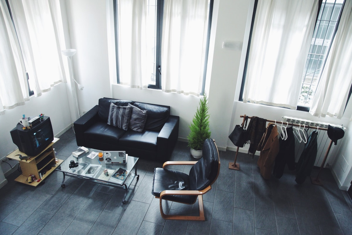 Bright room in the heart of Milan