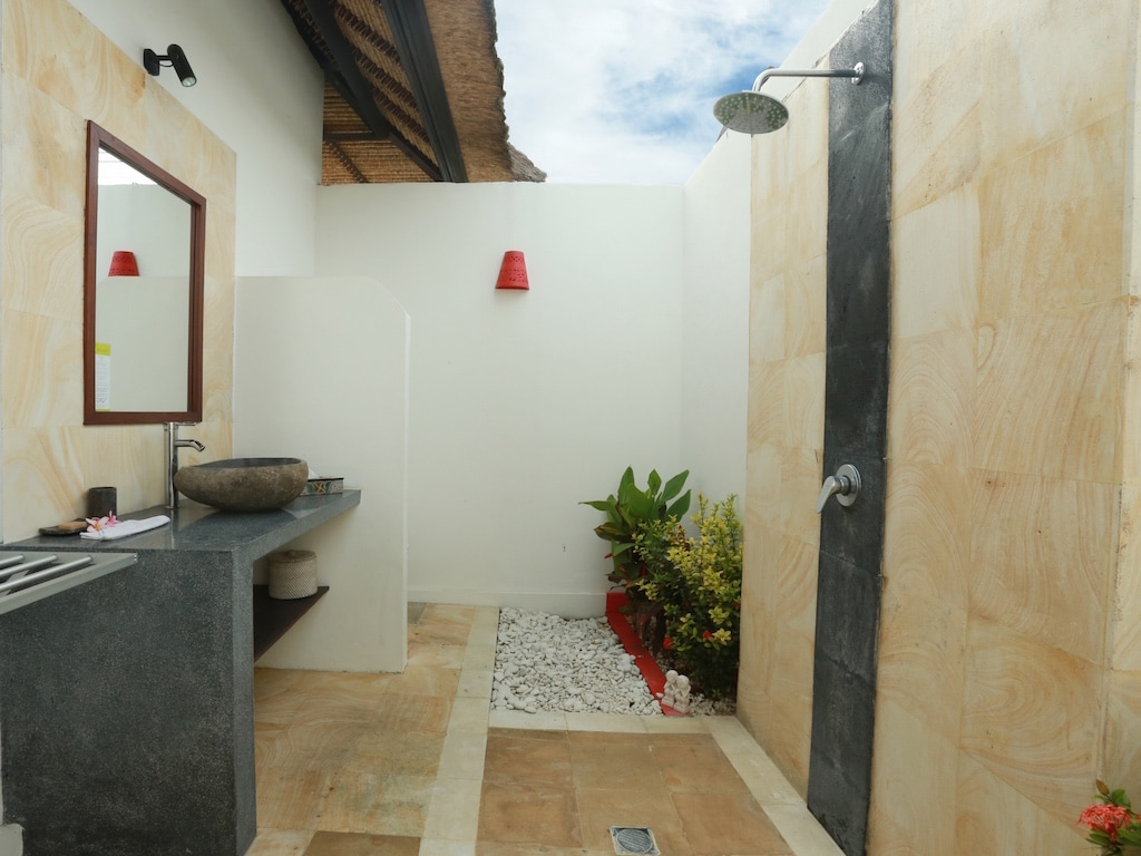 Ketut bathroom
