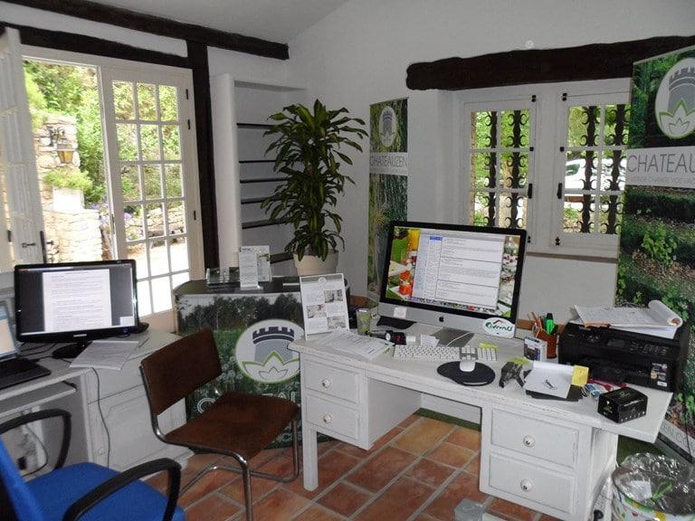 CHATEAUZEN Reception desk