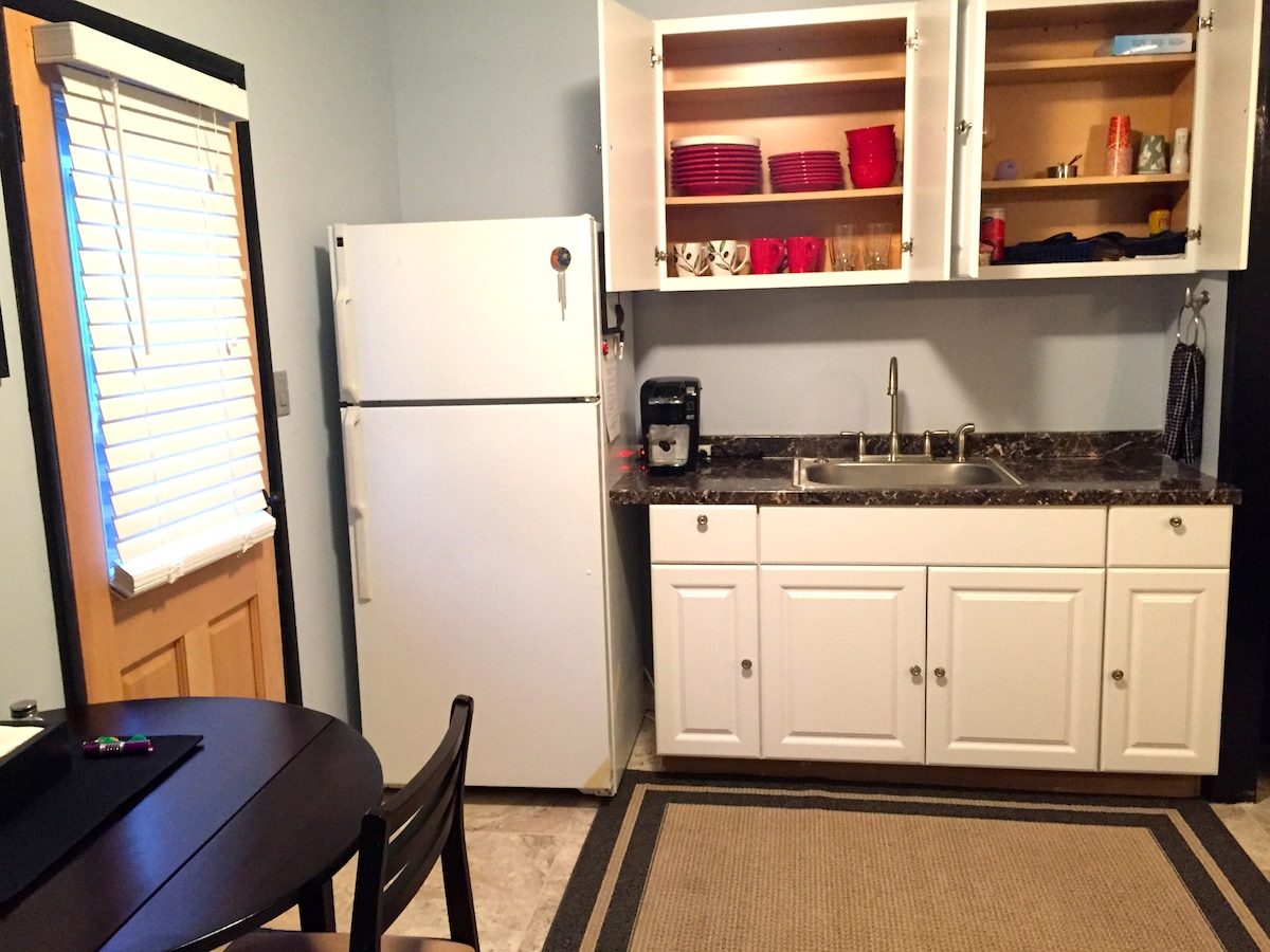 CLEAN! New kitchen with full size fridge, disposal, Keurig coffee maker and stocked cabinets.