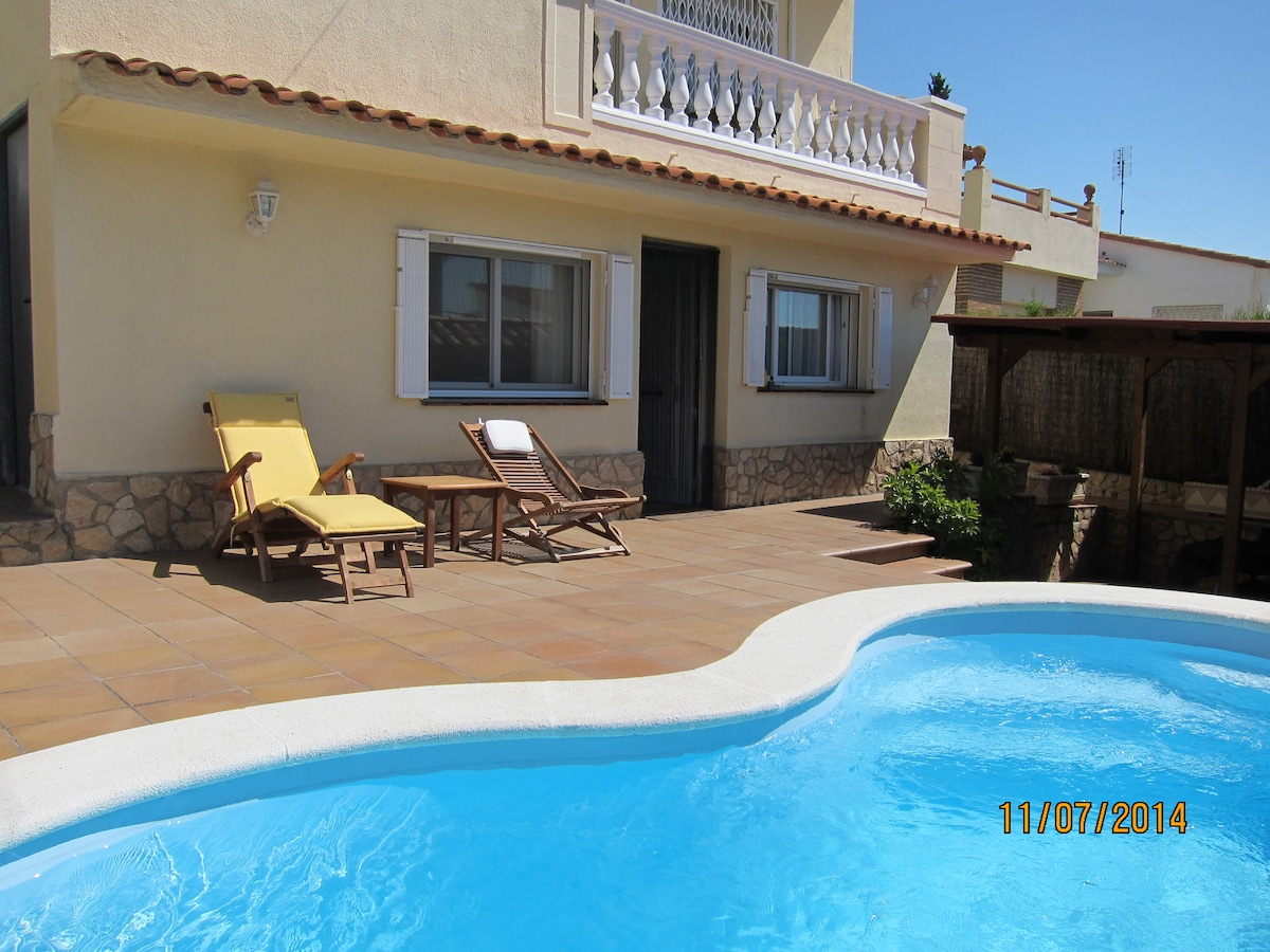 House with pool, close to Barcelona