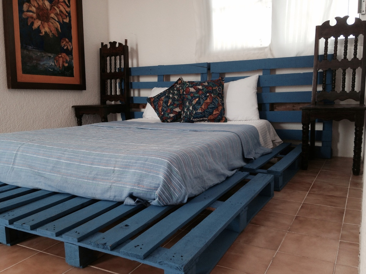 B&B, 8 Beautiful Rooms for Rent.