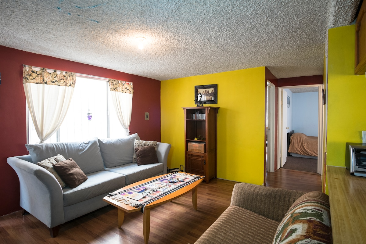 Colorful Downtown 2br Apt