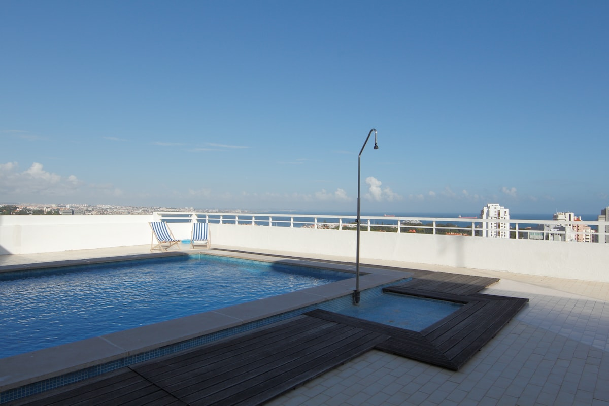 VIEW & POOL and CONFORT
