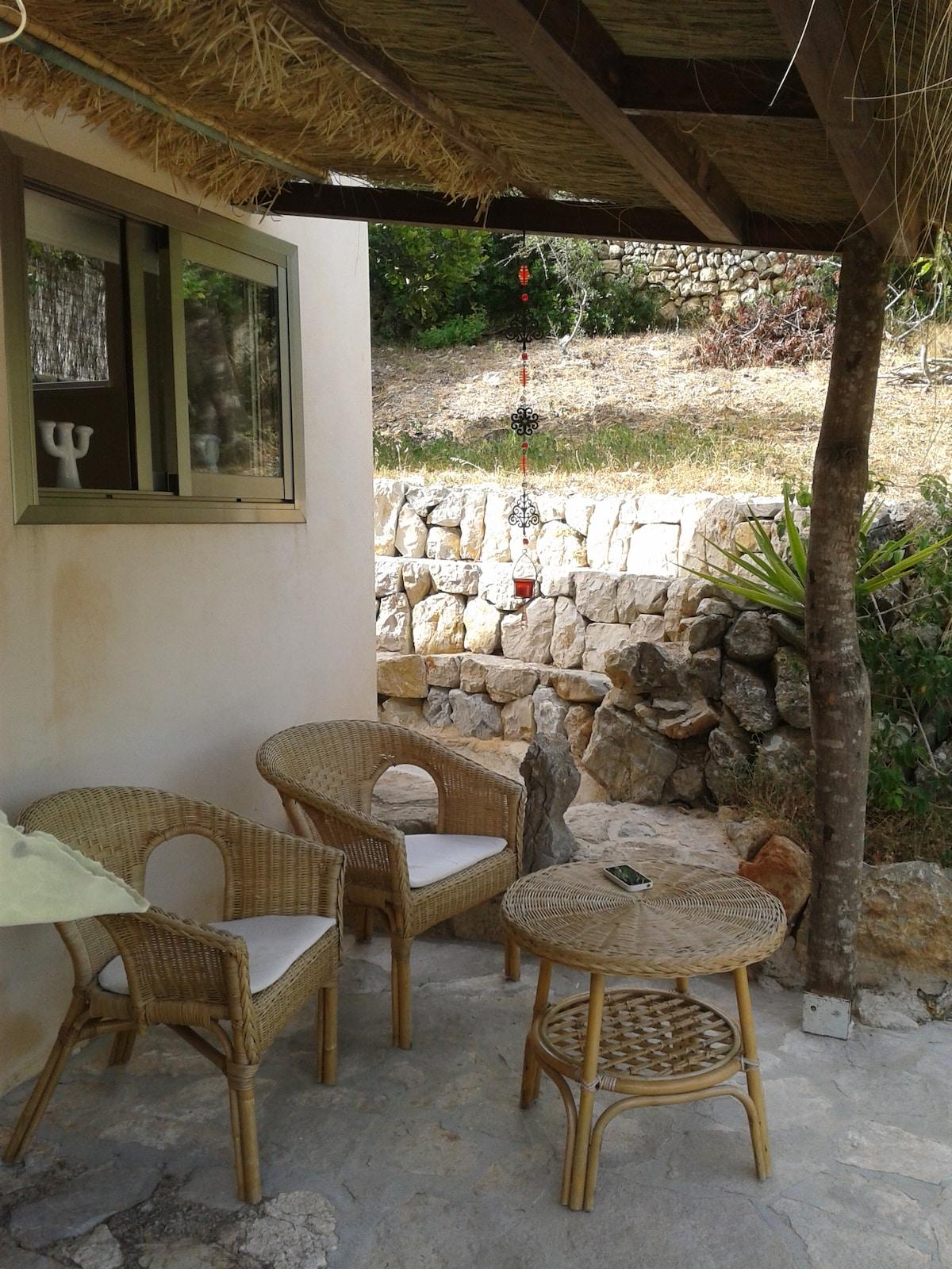 Nuevo porche, instalado el 15 de Junio 2012, para soportar mejor las altas temperaturas del verano.