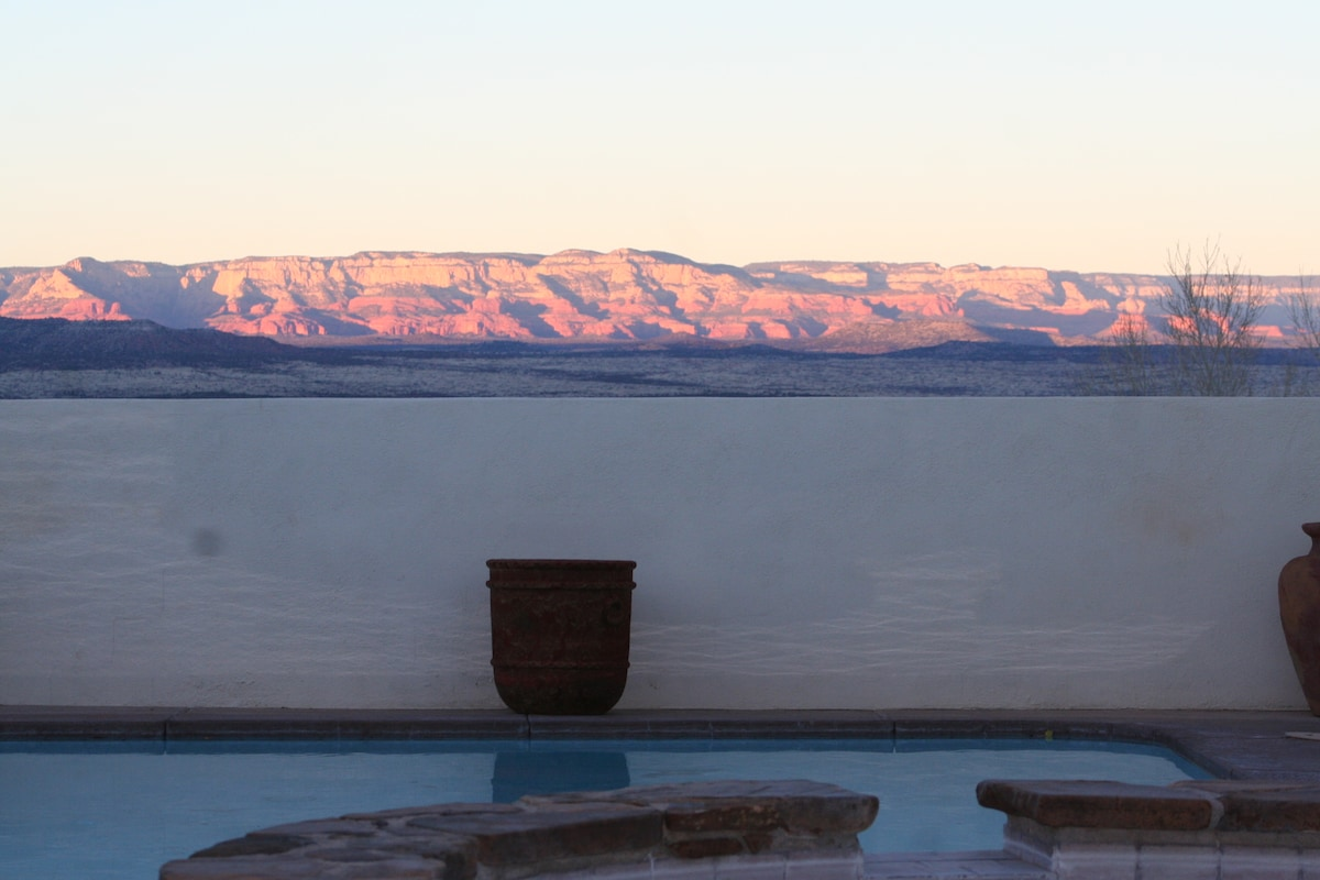 7-J's Ranch: 2BR, Pool and Views