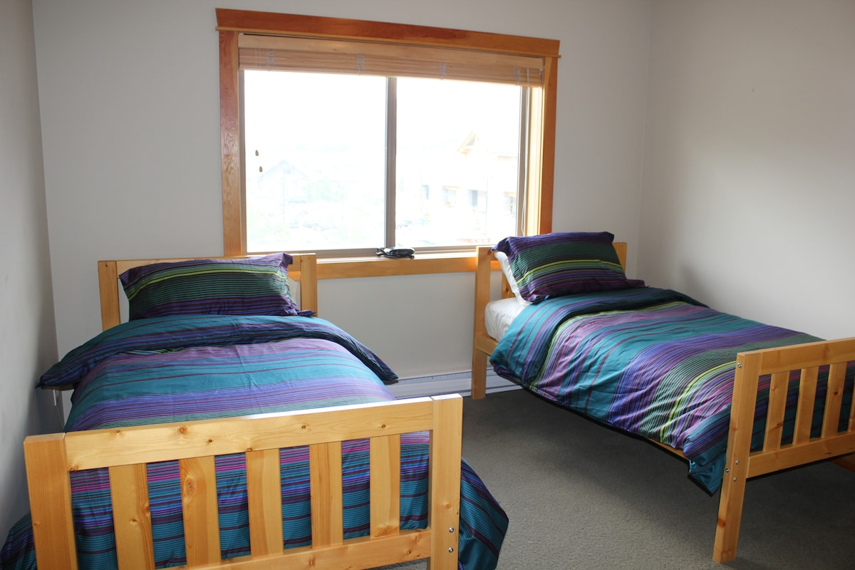 Second bedroom (twin beds can be pushed together to make a king size)