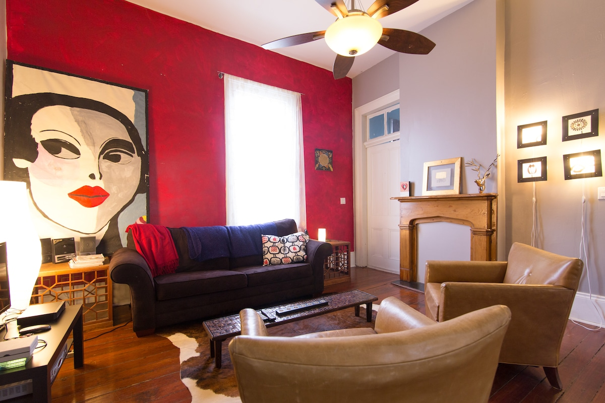 Airy & Beautiful apartment w/deck!