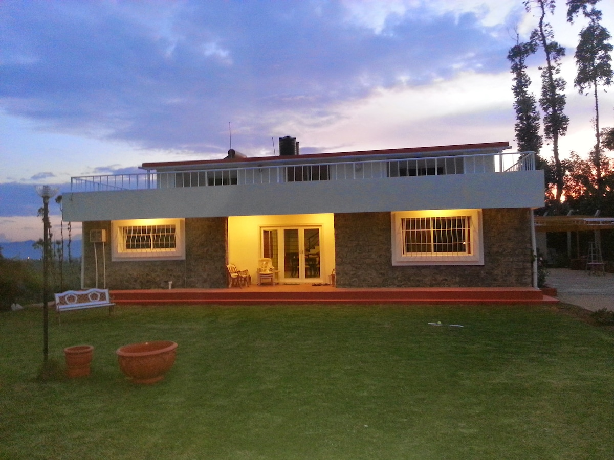 Mountain Top Holiday Home , Ooty