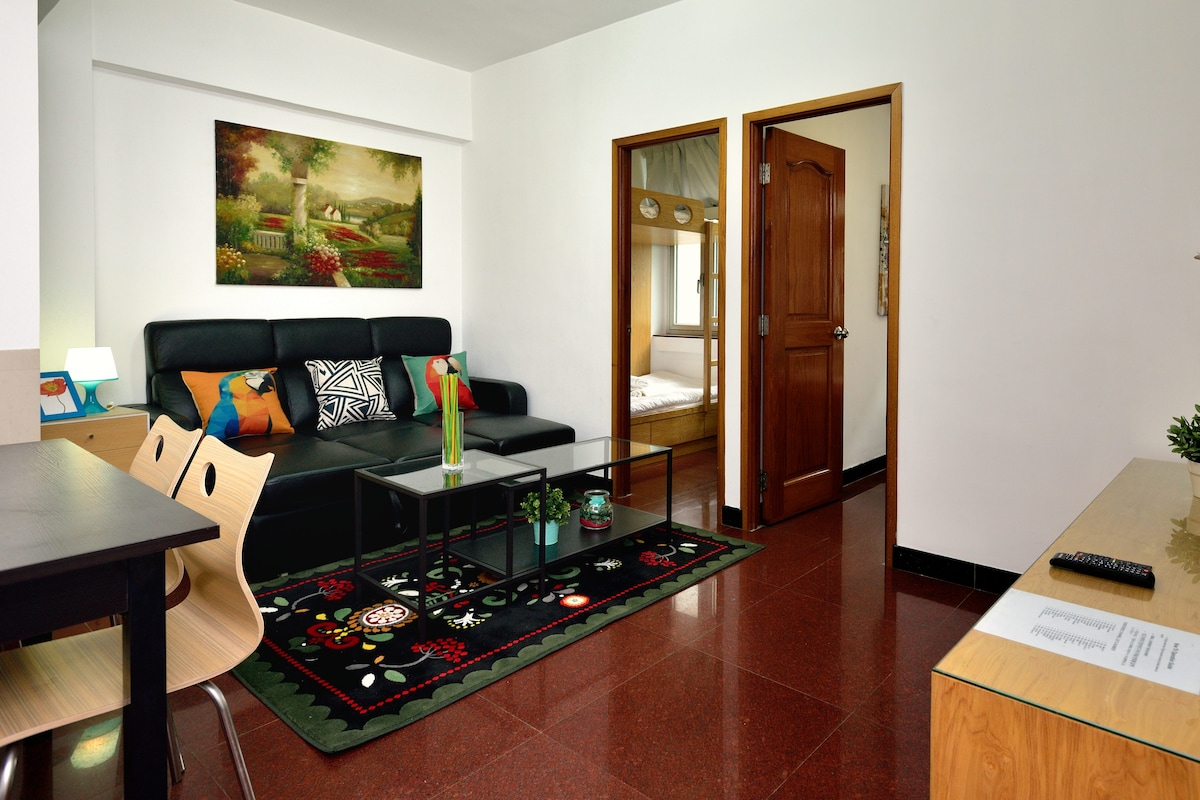 Huge Times Square 2-BR for 8 in CWB