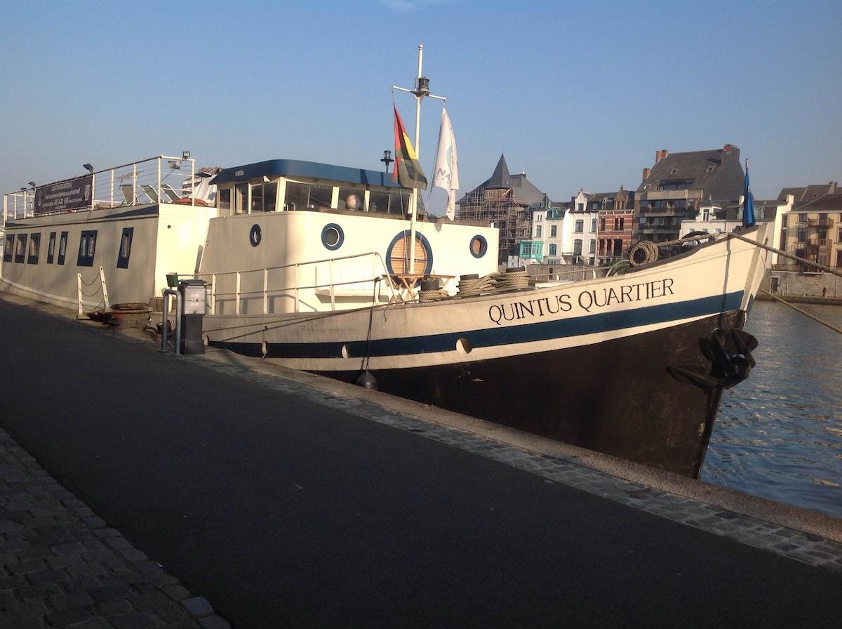 8. Liège centre, Port des yachts!