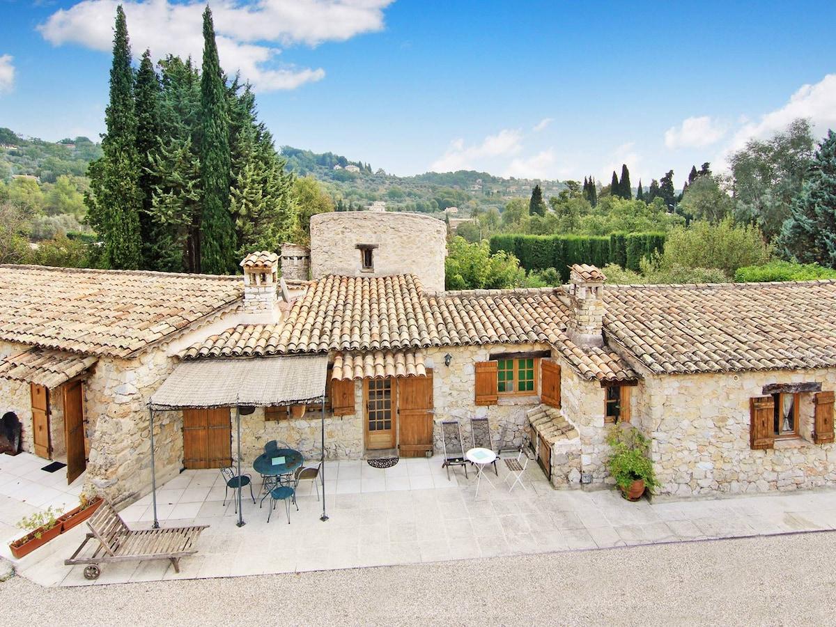 Ancient stony Mas provençal