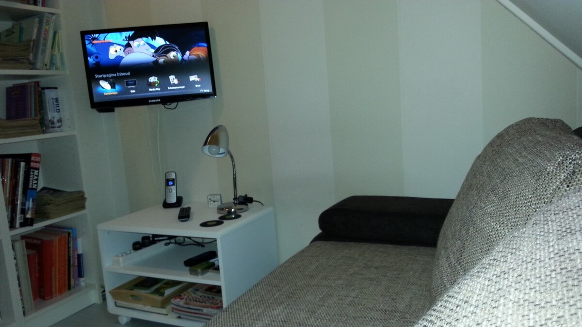 small room, outskirts city Goes