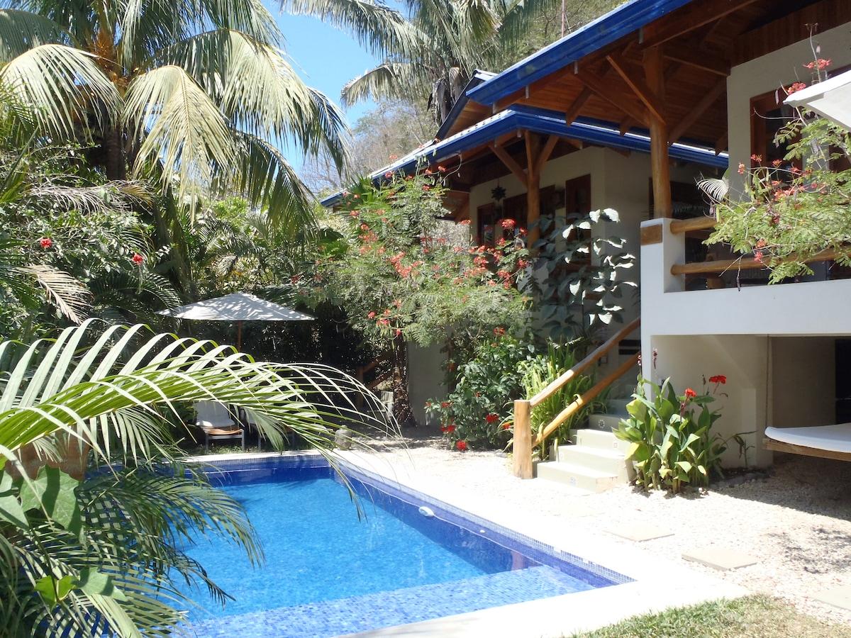 Costa Rica Paradise: Blue Surf