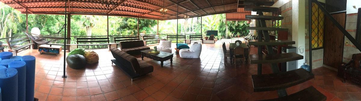 Manuel Antonio - Giant Yoga House -